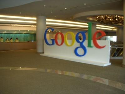 受付のでっかいGoogle
