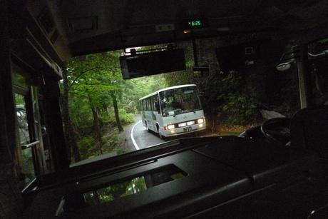 バスの運転手さんは凄いです。狭い道もガンガン飛ばして目的地に向かいます!
